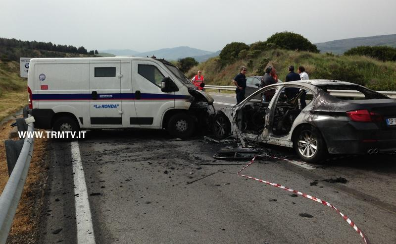 Tentata rapina a furgone portavalori - 2 maggio 2013 (foto TRMTV.it)