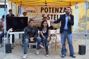 Al centro Mirella Liuzzi (foto Francesco Calia) - Matera
