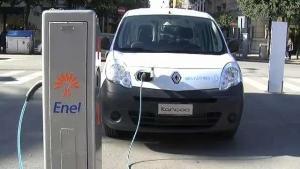 Auto elettrica in ricarica  - Matera