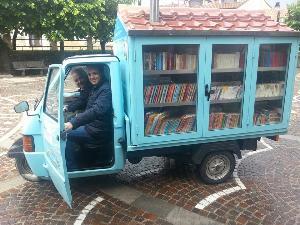 Il bibliomotocarro a Latronico - Matera