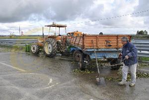Il trattore tamponato nell´incidente del 25 novembre 2013 (foto SassiLand)