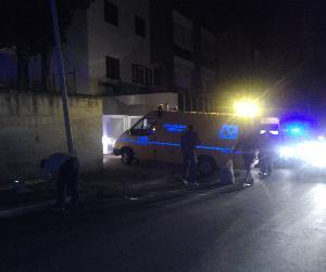 Palo della luce investito da auto in via Lucana - 7 giugno 2013 (foto SassiLand)