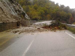 Strada Accettura - bivio Oliveto - 2 dicembre 2013  (foto acceturaonline.it)