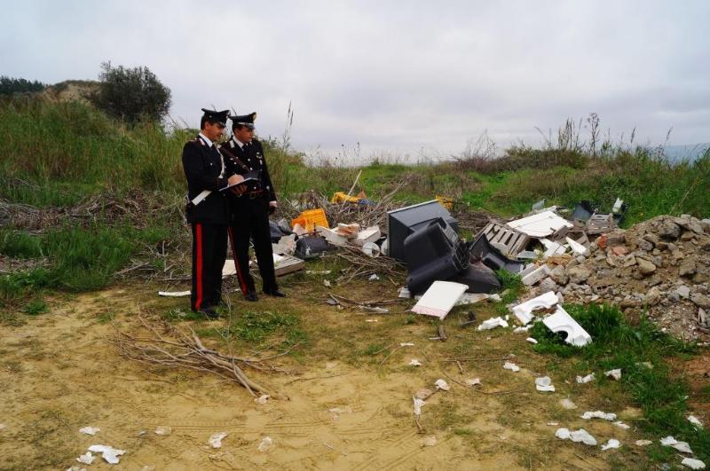 Carabinieri rinvengono sito con rifiuti abbandonati a Pisticci