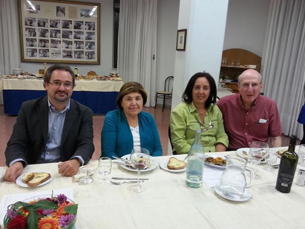 Da sinistra: Gianluigi Maraglino (Dirigente Scolastico), Mary Ann Esposito, Angela Carbone (vicario del D.S.) e il coniuge della Sig.ra Esposito