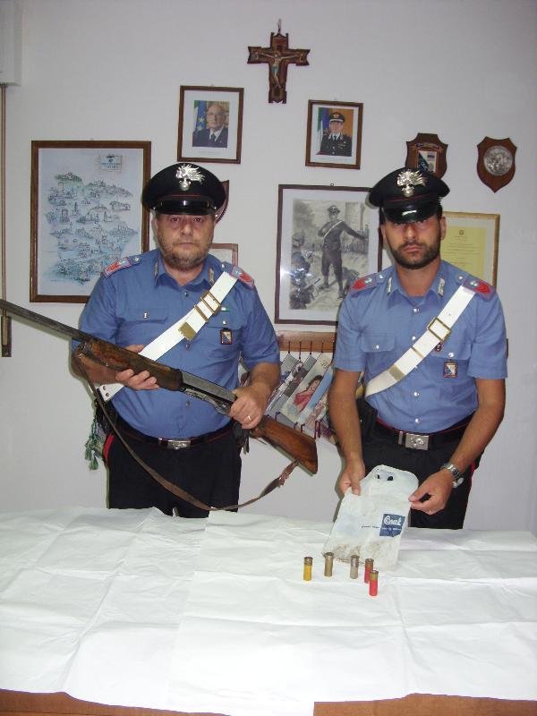 Fucile e munizioni rinvenute dai Carabinieri di Rotondella