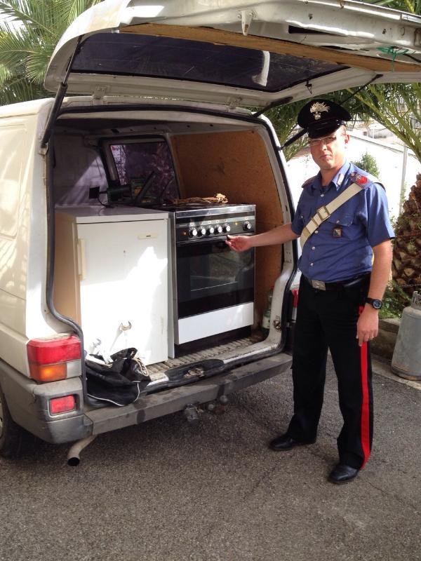 Furgone e refurtiva sequestrati dai Carabinieri