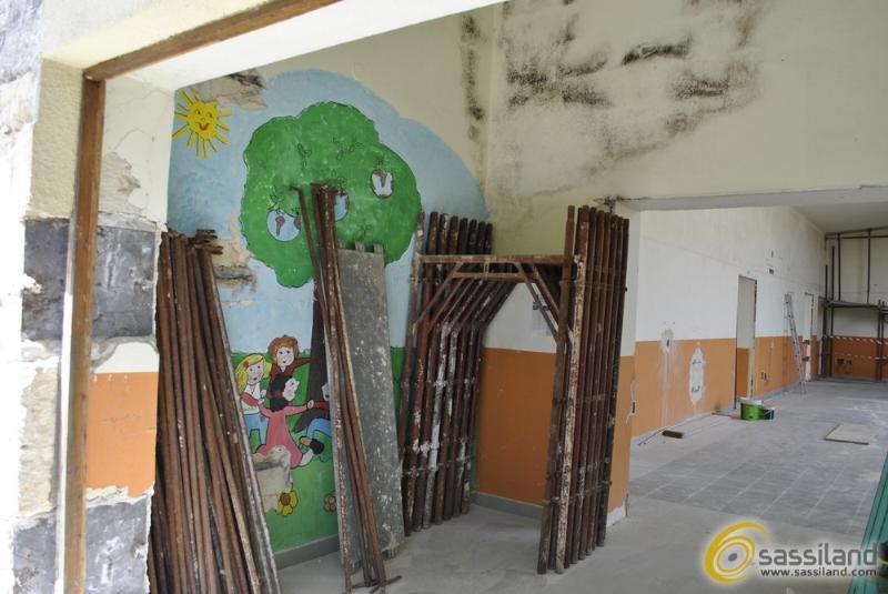 I lavori alla ex scuola elementare di via Frangione (foto SassiLand)