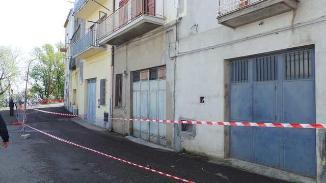 L´area delimitata a Stigliano per il pericolo frana (foto stiglianomt.it)