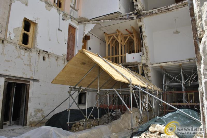 La palazzina di vico Piave dopo la rimozione dei detriti (foto SassiLand)