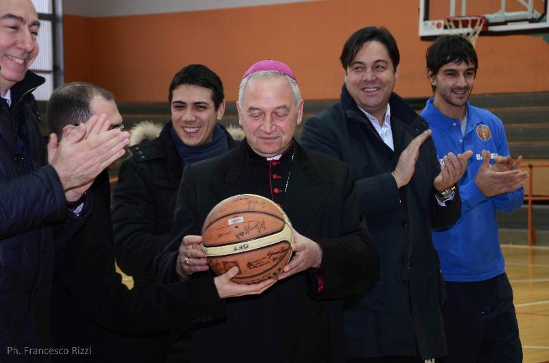 Ligorio in visita pastorale alla Bawer Olimpia Matera