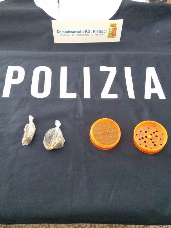 Marijuana e tritaerba sequestrati dalla Polizia