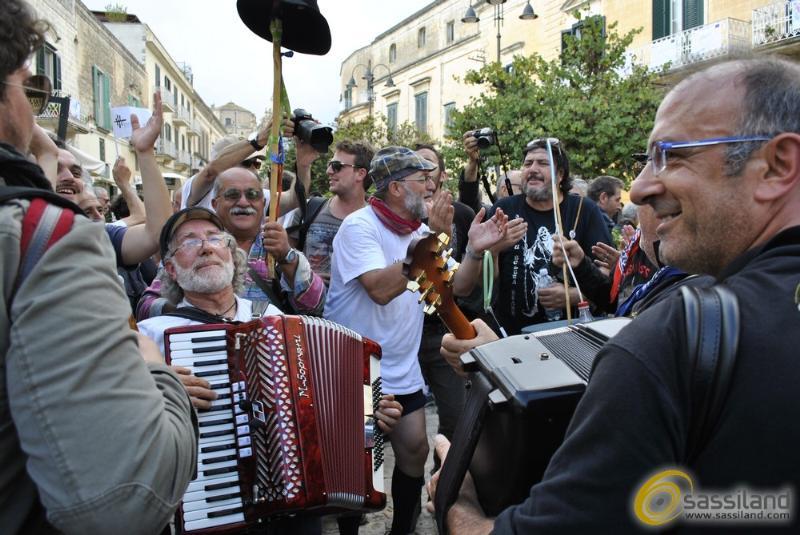 Piazzetta Pascoli in festa per la commissione Matera 2019 - 7 ottobre 2014 (Foto SassiLand)