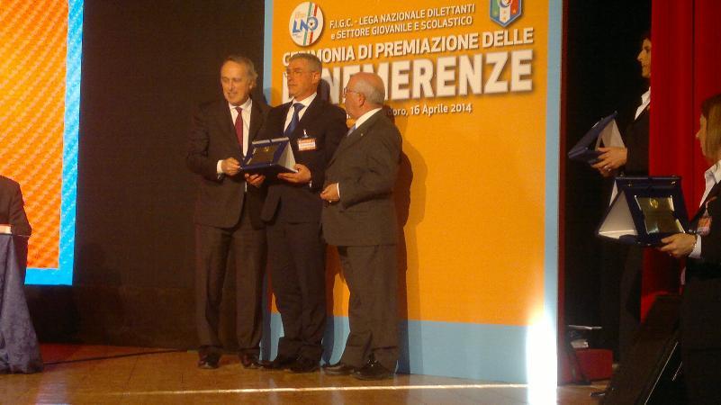 """Premio """"Ali della Vittoria"""" a Giuseppe MONTEMURRO, Presidente dell´ASD Matheola premiato per 20 anni di attività da dirigente sportivo"""