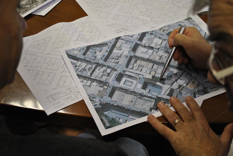 Tecnici al lavoro per il crollo della palazzina in vico Piave a Matera (foto SassiLand)