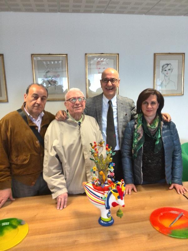 Tommaso Niglio dona al Comune di Matera un grande Cuccù di terracotta - 5 aprile 2014