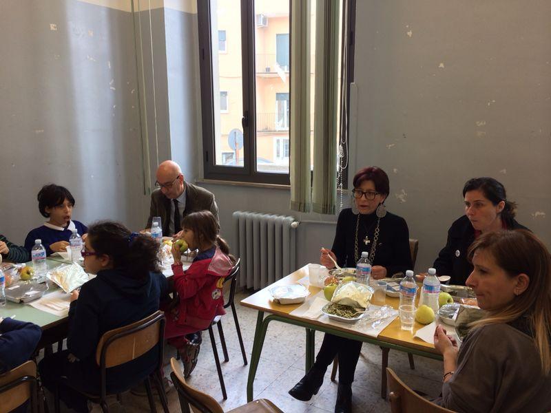 Visita a sorpresa alla mensa scolastica del sindaco Adduce e assessore Guarini