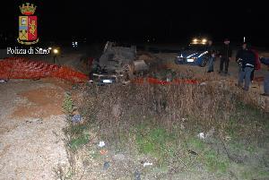 Malviventi su Bmw inseguiti dalla Polizia finiscono fuori strada - 23 gennaio 2014