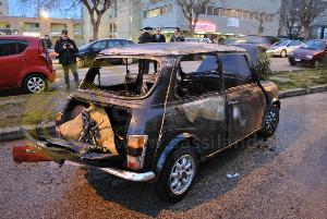 Mini Minor in fiamme in via Trabaci - Matera - 13 gennaio 2013 (foto SassiLand)