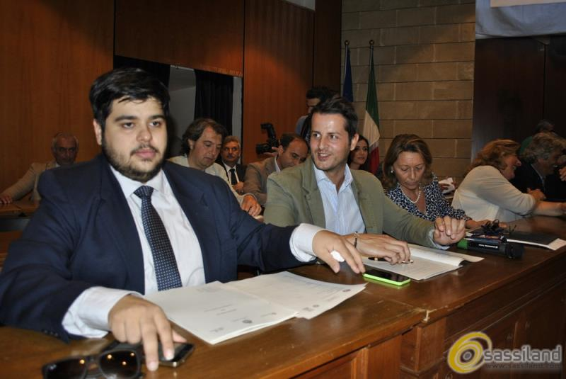 A sinistra Gaspare L´Episcopia in consiglio comunale (foto SassiLand)