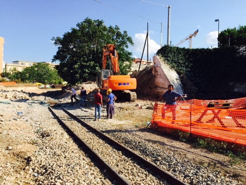 Abbattimento del ponte in via pietrocola - Modugno - Ferrovie Appulo Lucane