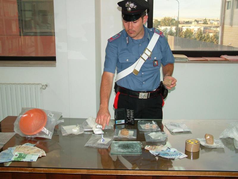 Alcune sostanze stupefacenti sequestrate dai Carabinieri
