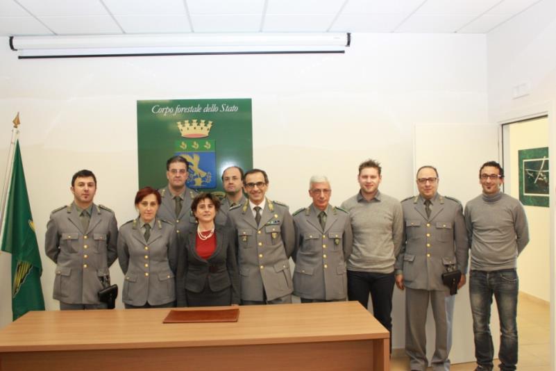 Antonella Bellomo e il personale del Corpo Forestale dello stato