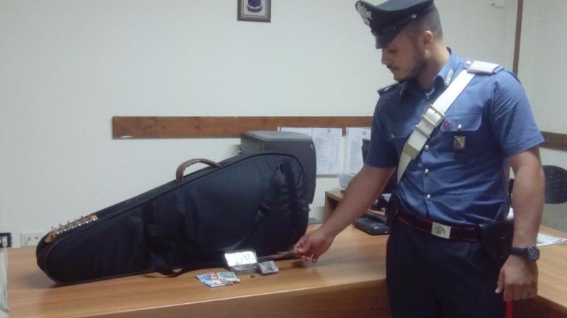 Hashish nella chitarra rinvenuto dai Carabinieri di Ferrandina