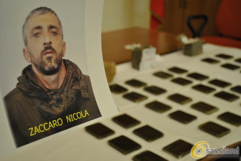 Hashish sequestrato dalla Polizia di stato presso l´abitazione di Nicola Zaccaro  (foto SassiLand)