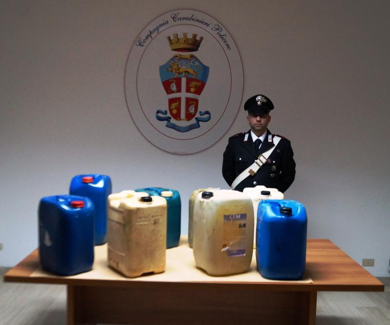 Il carburante recuperato dai Carabinieri di Policoro