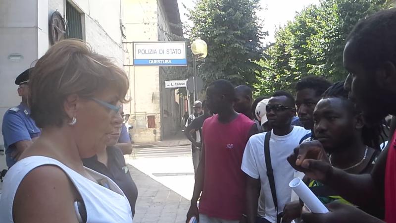 La protesta dei migranti a Matera - 27 agosto 2015 (foto SassiLand)