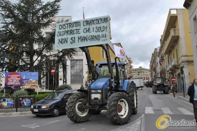 Manifestazione di protesta contro l´IMU Agricola - 28 aprile 2015 (Foto SassiLand)