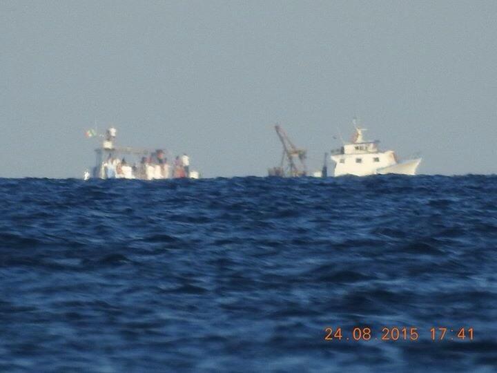Navi fotografate a largo di Rotondella