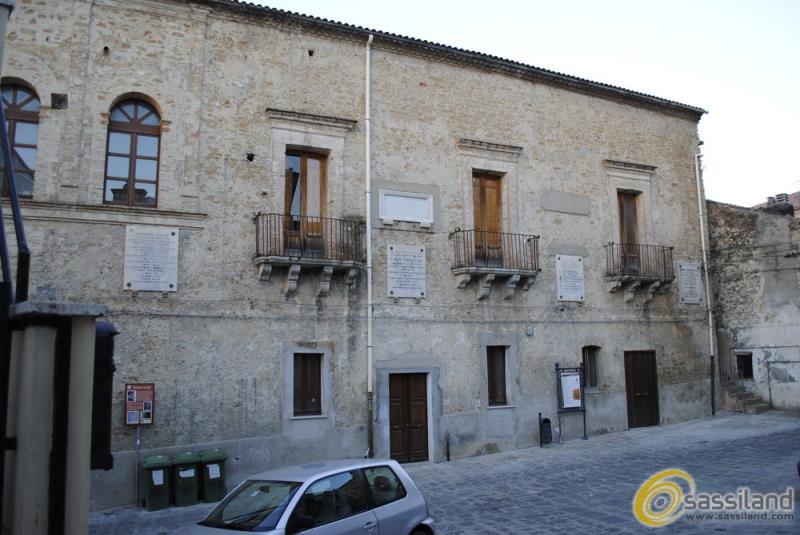 Palazzo Arcieri a San Mauro Forte (foto SassiLand)