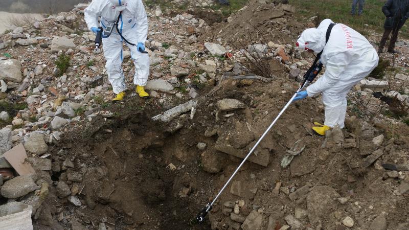 Vigli del Fuoco eseguono monitoraggio rifiuti speciali