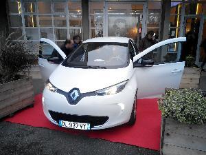 La Renault  ZOE' al Lyc�e Institut Lemonnier  di Caen - Matera