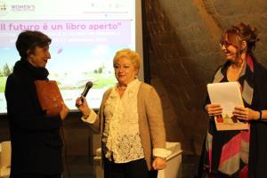 Premiazione Baccante con Giuseppina Torregrossa, Elizabeth Jennings, Alessandra Casella - Matera