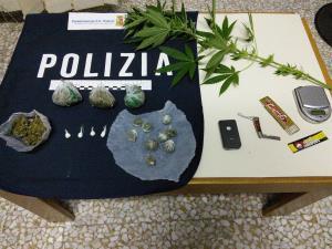 Sostanze stupefacenti e materiale per il confezionamento sequestrati dalla Polizia di Stato - 29 settembre 2015 - Matera
