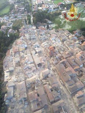 Amatrice dall´alto dopo il terremoto - 24 agosto 2016