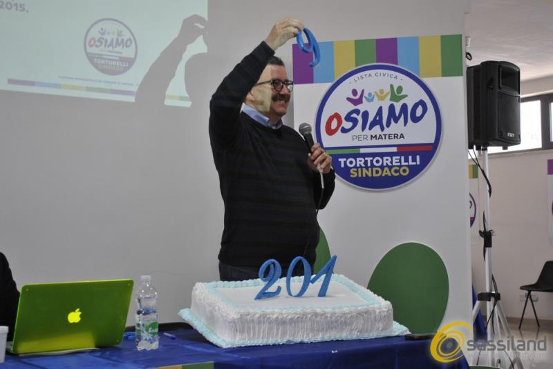 Angelo Tortorelli in campagna elettorale (foto SassiLand)