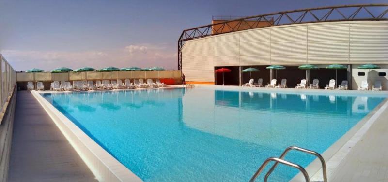 Esterno della piscina