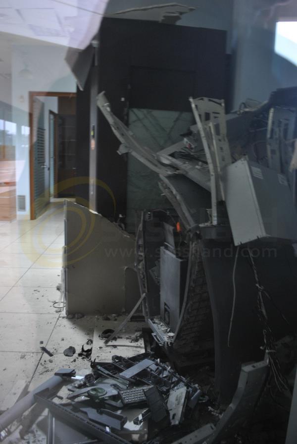 Foto di repertorio: Bancomat distrutto (foto SassiLand)