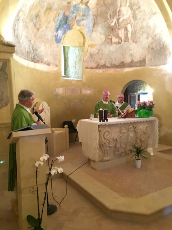 Timmari: Don Pino Caiazzo celebra la messa a San Salvatore