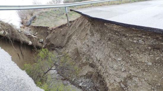 Tratto di ponte crollato sulla Saurina - 18 marzo 2016 (foto  stigliano.net)