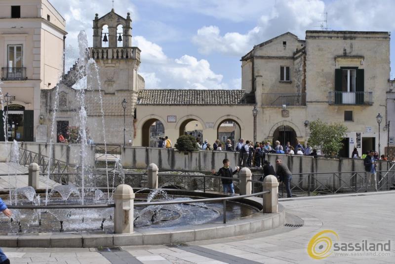 Turisti nel centro storico di Matera (foto SassiLand)