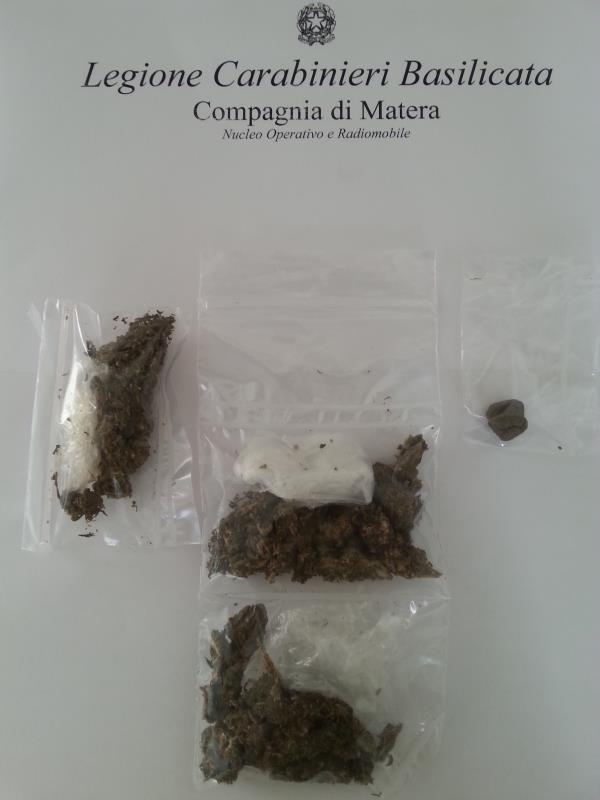 Droga sequestrata al al 18enne dai Carabinieri di Matera