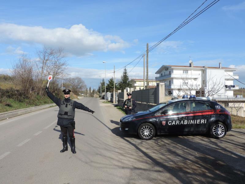 I Carabinieri durante un controllo in Irsina (Mt)