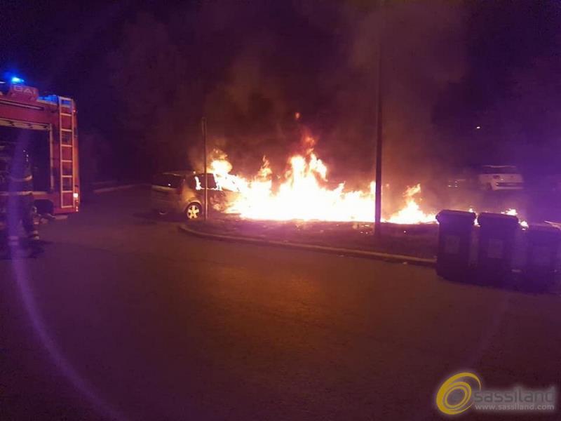 Incendio nell´isola ecologica di via Bari