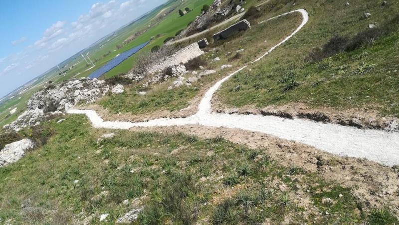 Lavori di manutenzione dei sentieri del Parco Murgia